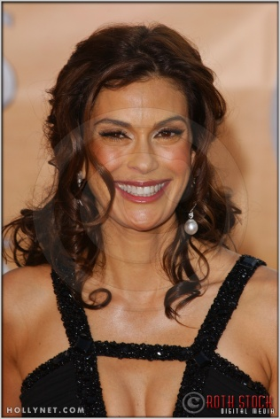 Teri Hatcher arriving at the 11th Annual Screen Actors Guild Awards
