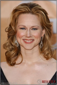 Laura Linney arriving at the 11th Annual Screen Actors Guild Awards