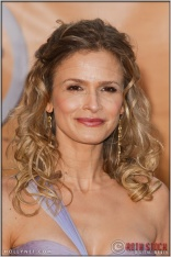 Kyra Sedgwick arriving at the 11th Annual Screen Actors Guild Awards