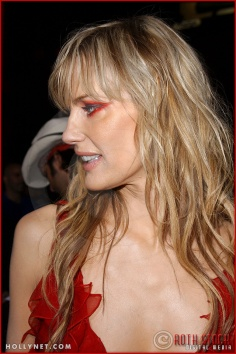"Daryl Hannah attends the Los Angeles Premiere Screening of ""Kill Bill Vol. 1"""