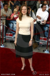 """Laura Linney attends the World Premiere of """"K-19: The Widowmaker"""""""
