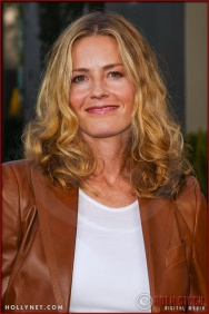 "Elisabeth Shue attends the World Premiere of ""Lemony Snicket's A Series of Unfortunate Events"""