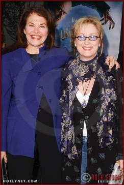 "Meryl Streep (R) and Sherry Lansing, attend the World Premiere of ""Lemony Snicket's A Series of Unfortunate Events"""