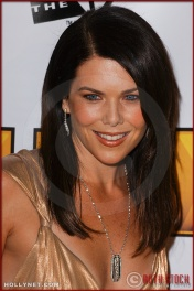 Lauren Graham arrives at the Broadcast Film Critics Association 10th Annual Critic's Choice Awards