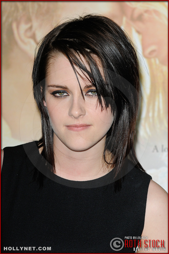 "Kristen Stewart attends the premiere of ""The Yellow Handkerchief"""
