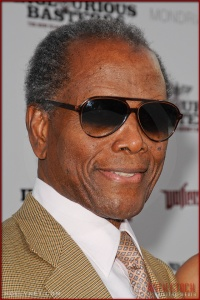 Sidney Poitier attends the Los Angeles Premiere of Inglourious Basterds