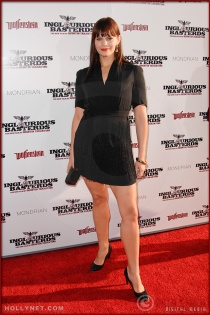 Samantha Shelton attends the Los Angeles Premiere of Inglourious Basterds