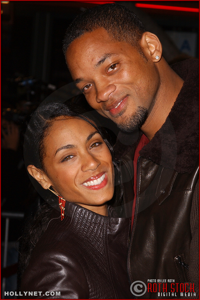 """Actress Jada Pinkett Smith and her husband actor Will Smith attend the U.S. premiere of """"The Last Samurai"""""""