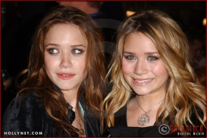 "(L-R) Actresses Mary-Kate and Ashley Olsen attend the U.S. premiere of ""The Last Samurai"""
