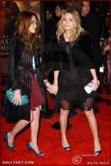 """(L-R) Actresses Mary-Kate and Ashley Olsen attend the U.S. premiere of """"The Last Samurai"""""""