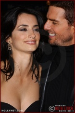 """(L-R) Actress Penelope Cruz and actor Tom Cruise attend the U.S. premiere of """"The Last Samurai"""""""