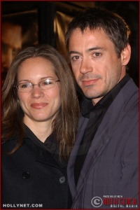 """(L-R) Actress Susan Levin with her fiance actor Robert Downey, Jr. attend the U.S. premiere of """"The Last Samurai"""""""