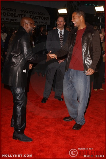 "(L-R) Singer/songwriter/actor Isaac Hayes and actor Will Smith attend the U.S. premiere of ""The Last Samurai"""