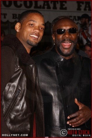 "(L-R) Actor Will Smith and singer/songwriter/actor Isaac Hayes attend the U.S. premiere of ""The Last Samurai"""